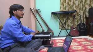 Learn-how-to-play-Harmonium-classes-online-free-videos